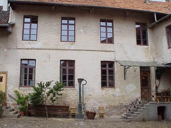 Fassade2Mo.jpg